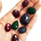 Szmaragd, rubin i szafir – najpopularniejsze kamienie szlachetne i ich astrologiczne znaczenie
